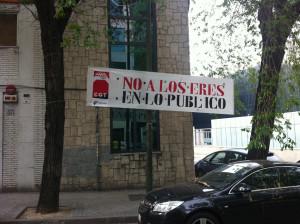 """Pancarta """"No a los EREs en lo Público"""" en Julián Camarillo"""