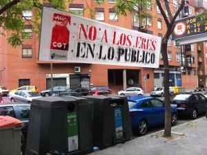 """Pancarta """"No a los EREs en lo Público"""" en Ermita del Santo"""
