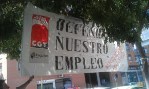 foto_accion_pancarta_defendamos_nuestro_empleo_03
